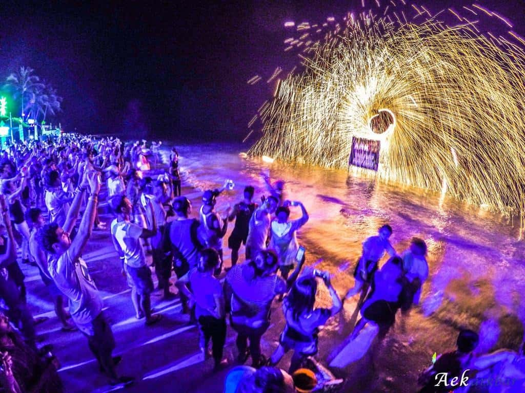 מסיבת חוף בארק בר קוסמוי